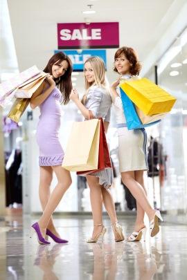 Maedels beim Shopping